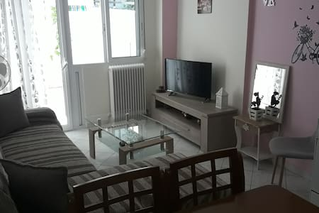 Apartment with courtyard & Free Street Parking