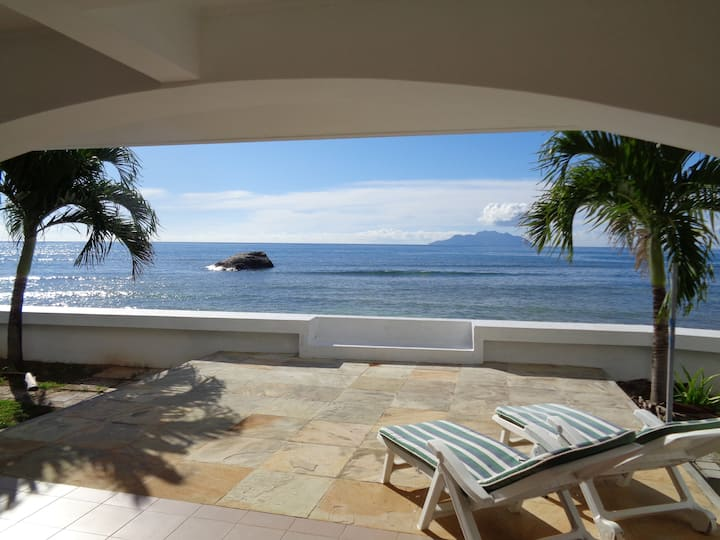 Beach View Villa - Beau Vallon