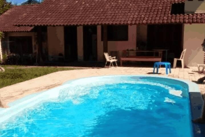 Quartinho casa com piscina e vista para a cidade