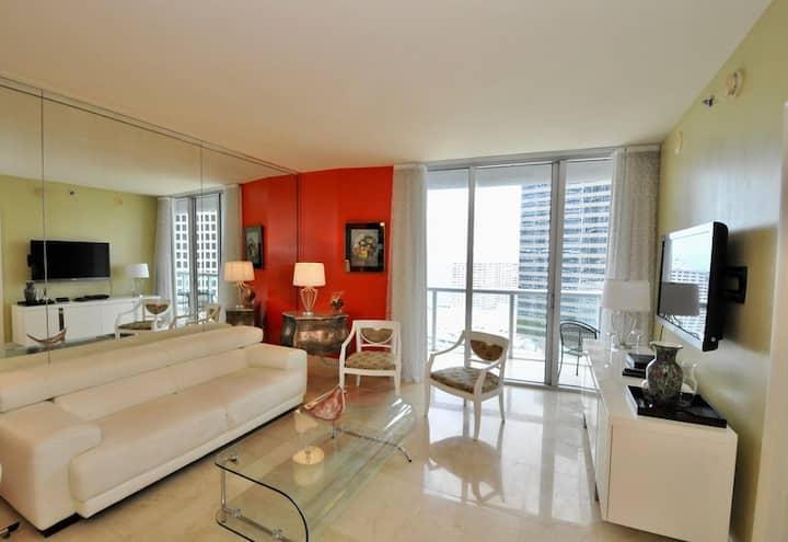 Apartamento elegante e decorado em Icon Brickell
