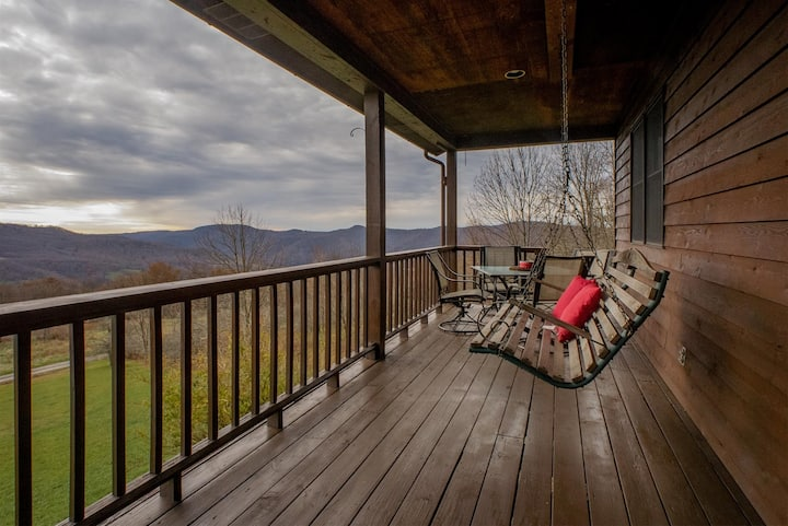 West Green Meadows - Stunning Secluded Property, Mountain Top Views, Hot Tub, Pet Friendly
