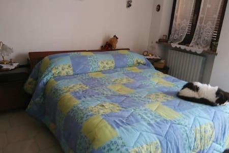 Camera da letto con bagno TV ,wi fi - San Carlo I - 独立屋