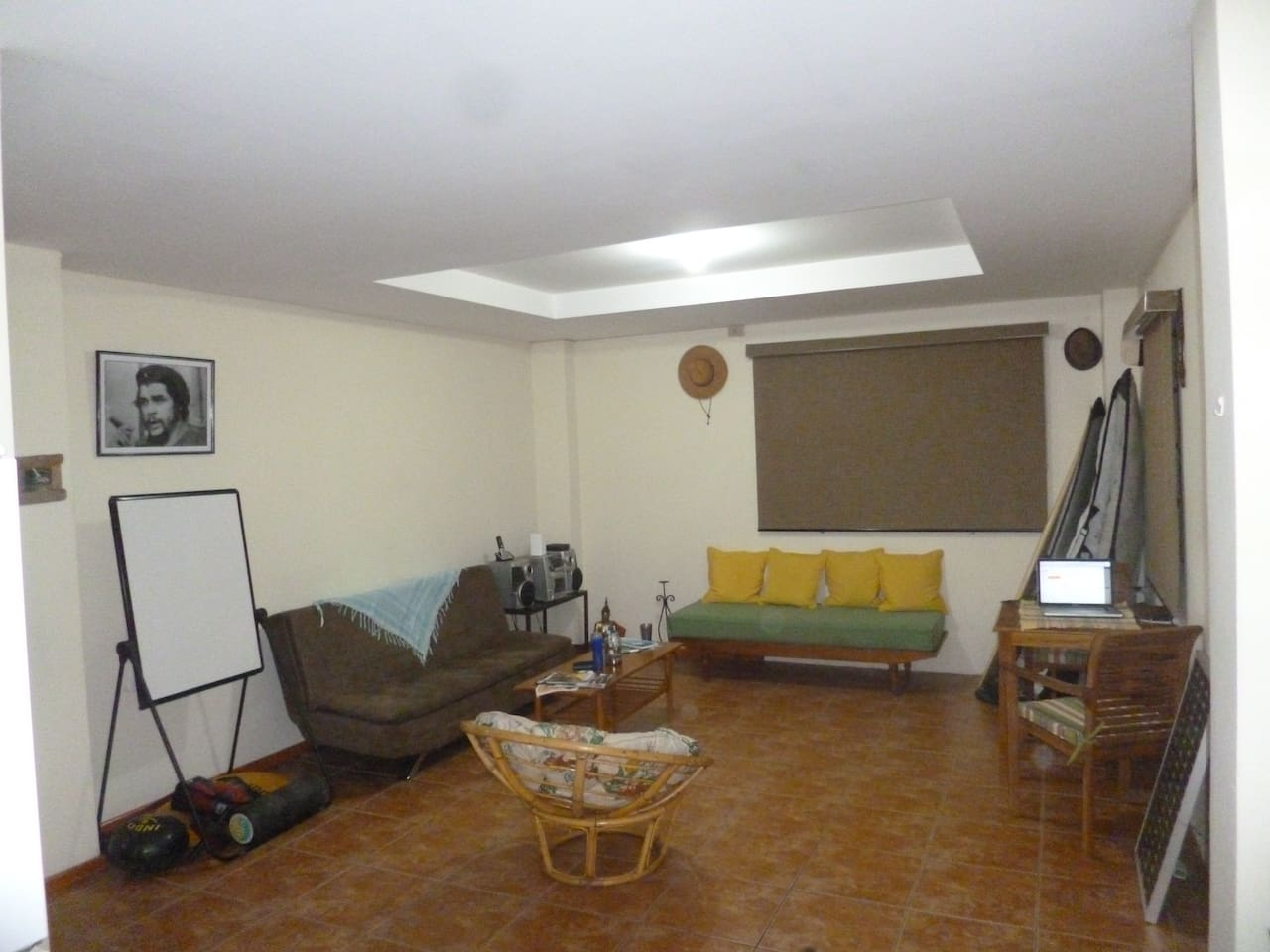 Spacious Aartment with A/C, free cell phone with Trini SIM, yoga matt, Jump rope, indo board, boxing glooves, stretchy band, ab wheel