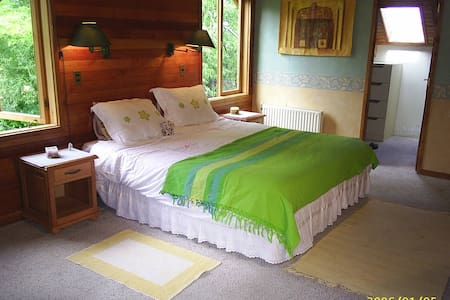 Preciosa Casa con Rio, 2 familias, 2 suites, hydro - 普孔 - 独立屋