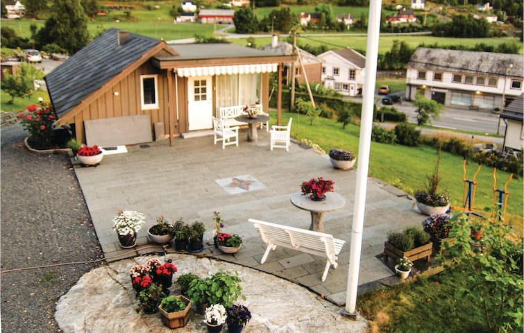 Holiday apartment with 2 bedrooms on 45 m² in Uskedalen