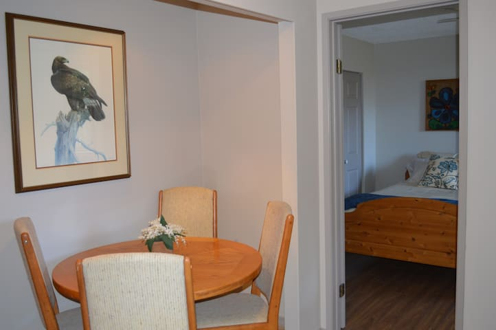Bright Suite close to  Mount Doug Park and U-Vic