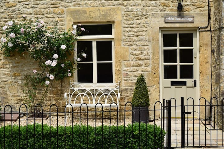 White Hart Cottage, Freshford, Bath - Freshford - House