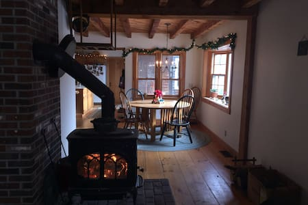 1 room for Summer/Winter fun! Mins from Sunapee! - Newbury