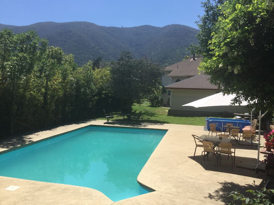 Piscina y Terrazas, el perfecto escenario para contemplar el bello paisaje de La Campana
