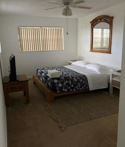 Cozy room with king bed, private bathroom. - Miami