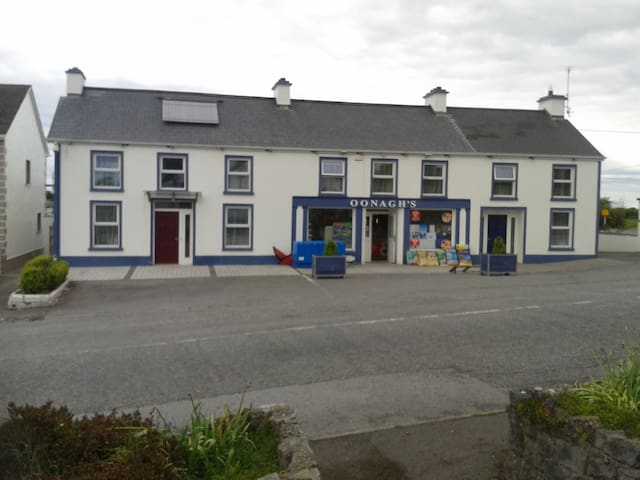 Self-catering for 4 in Rath, adjacent to shop. - Birr - House