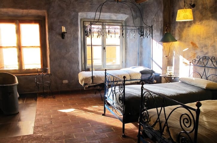 Galbusera Bianca - Stanza del Ferro - Rovagnate - Bed & Breakfast