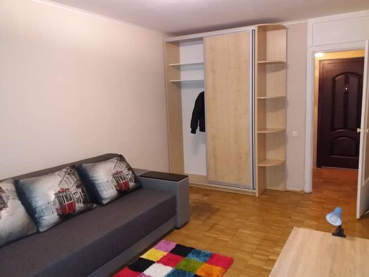 Apartment near Chernihivska metro station
