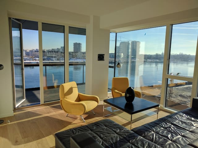 Exclusive 140 m2, 3 bedroom apartment by the water