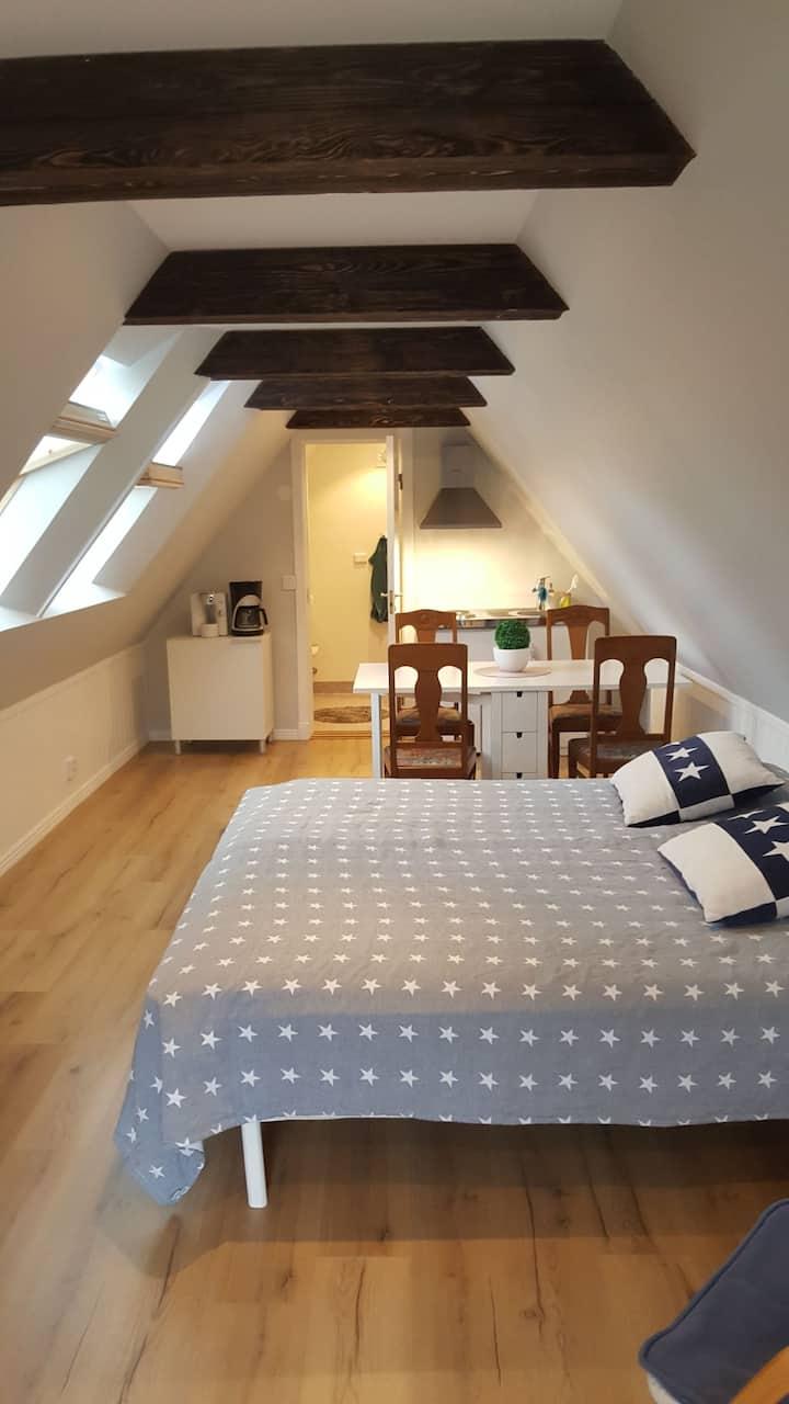 Mysig loft-lägenhet för två personer i södra Visby