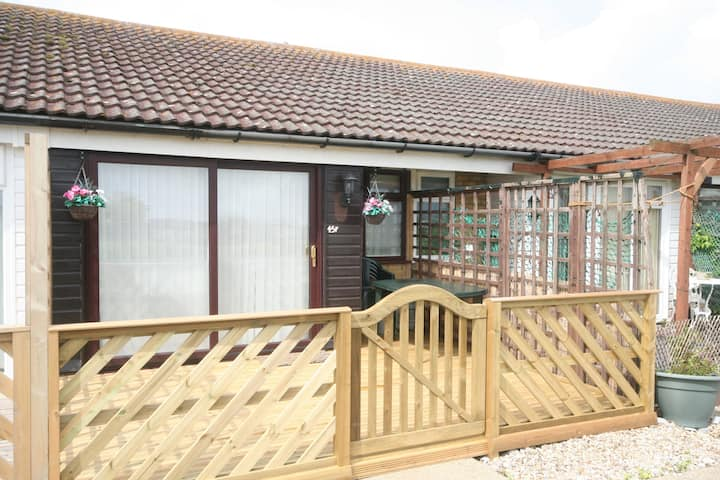 45F Medmerry Park Holiday Chalet