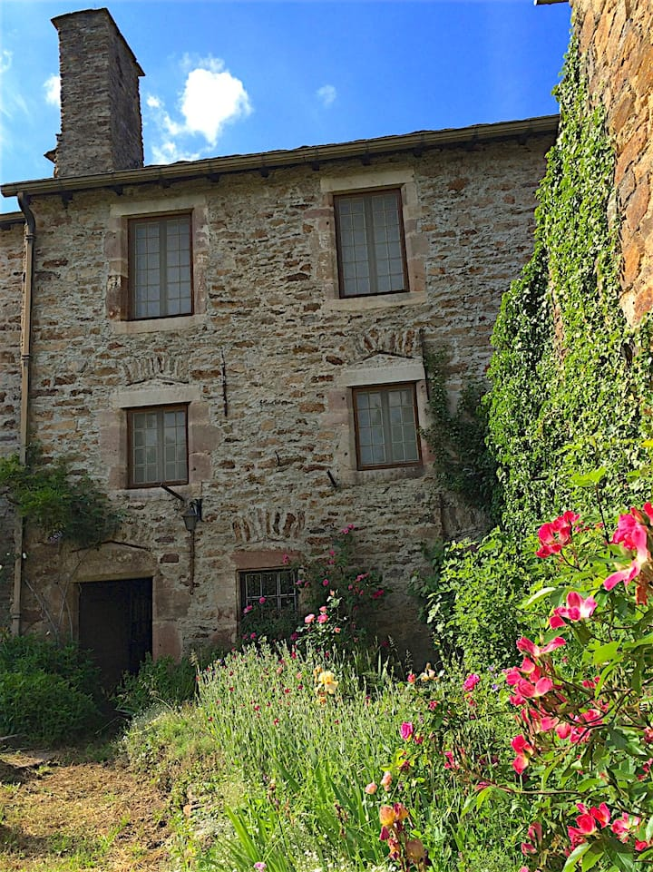 Maison Calmont Aveyron, 20 minutes south of Rodez
