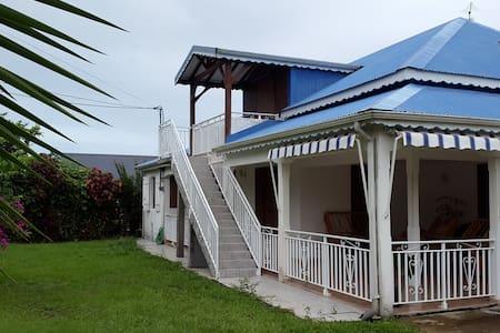 Agréable séjour dans l'île - Capesterre Belle Eau - House