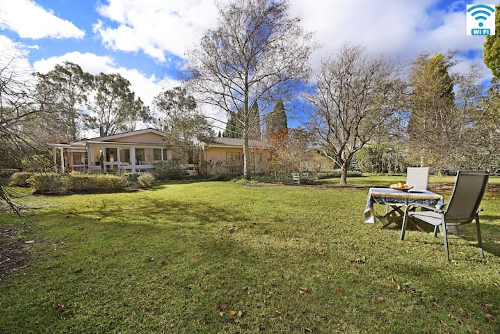 Malmsbury-garden setting opposite the golf course - Bowral - Lägenhet