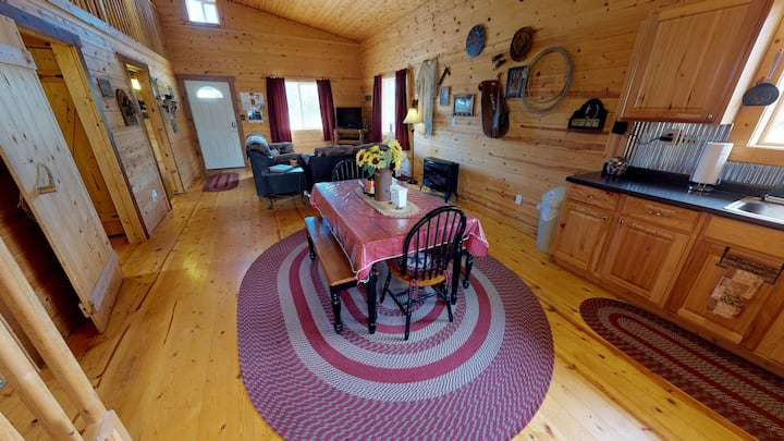 Pinion Pine Glamping Village! 5 Cabin & Tipi, Wagon, Full Kitchen, Campfire, Pavilion, BBQ, 20 beds