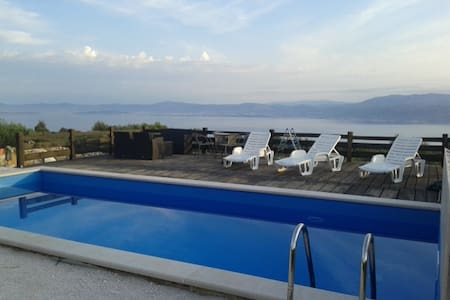HH Ranjak- Two bedroom house with a Swimming Pool - Supetar