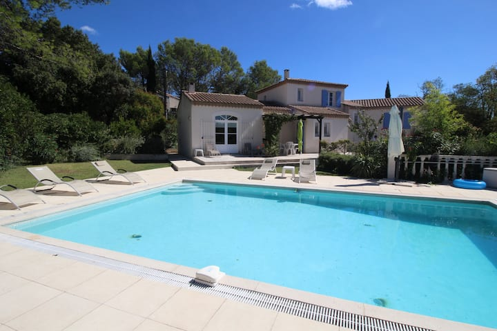 Beautiful air-conditioned villa in Poulx, Gard, private pool