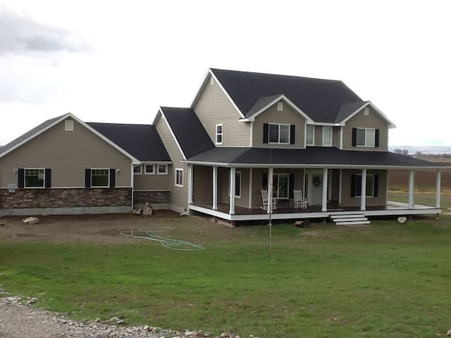 Beautiful home in country setting for the eclipse