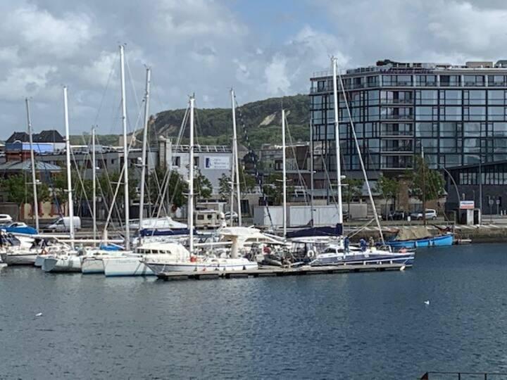 STUDIO vue sur le port refait en 2020