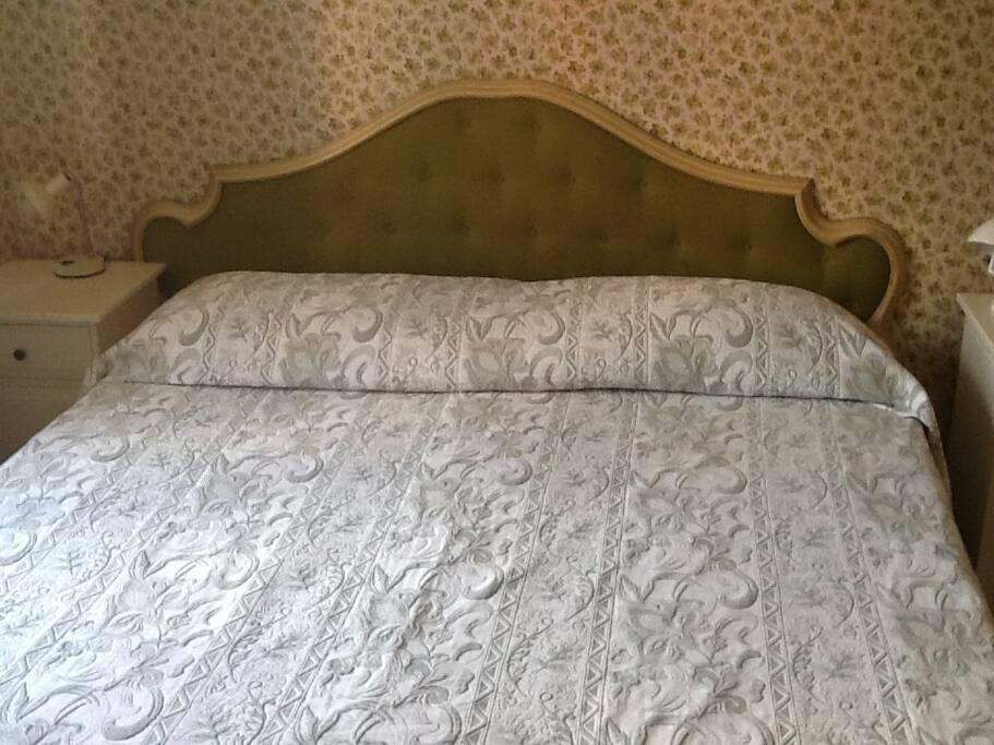 Double bed / Letto doppio