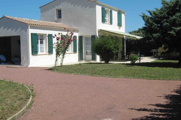 Maison Oléronaise à 600m de la plage.