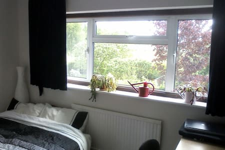 Hertford Room Overlooking Fields. - Hertford - House