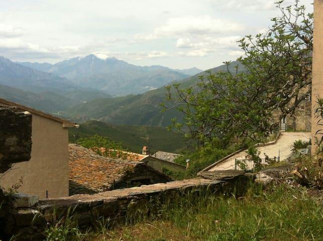 Studio dans maison de village Corse - Bisinchi