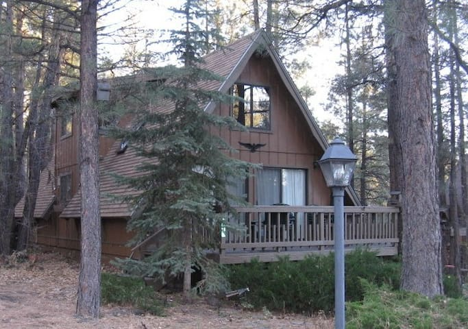 Comfy Cabin in a Great Location - Munds Park - House