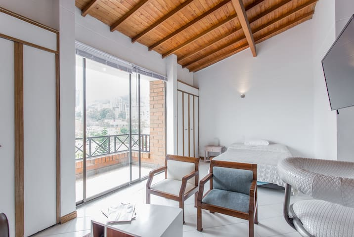 Studio Penthouse Close 2 Everything - Medellín - Appartement