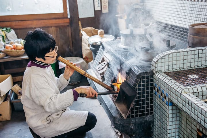 Let's cook Japanese food together! You can know how to use Kamado(Japanese traditional cooking stove).
