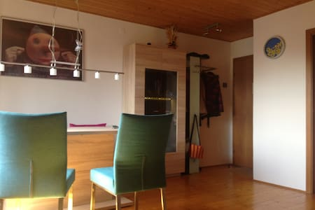 Schöne, ruhige Dachgeschosswohnung - Apartment