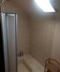 Confortable Chambre Privée dans charmante maison - Tours - Huis
