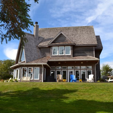 Executive cottage on private beach - Souris - Huis