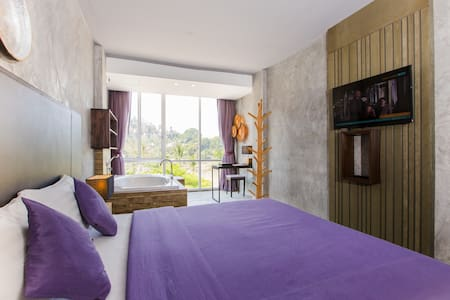 B Designer King Bed with Partial SEA VIEW BATH  :) - Patong - Bed & Breakfast