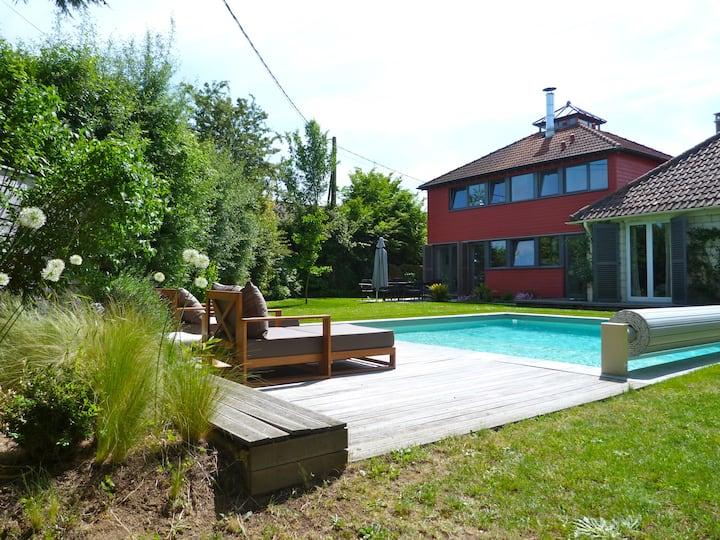 Maison d'architecte avec piscine chauffée