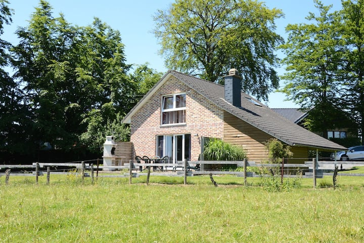 Picture-perfect Holiday Home in Sourbrodt with Garden, BBQ