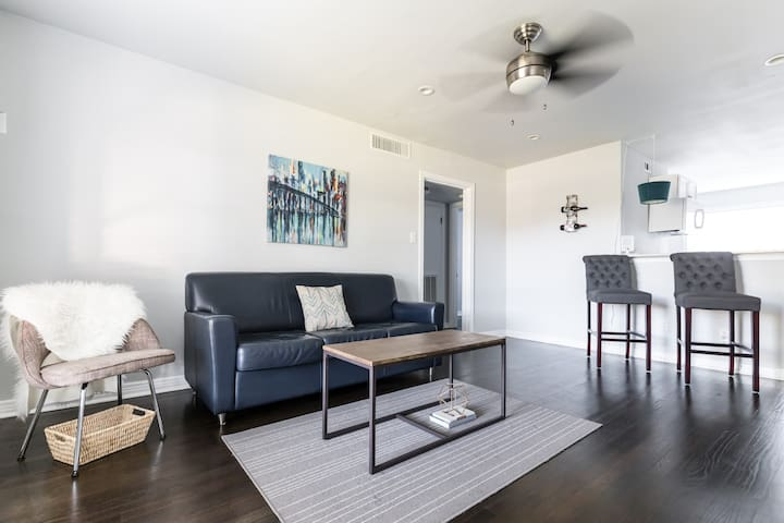 Urban Comfort + Stellar Area, Near Downtown Dallas - Dallas - Appartement en résidence