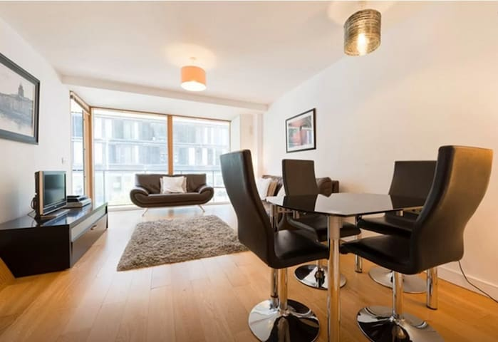 Stylish and spacious in Grand Canal Square - Dublin - Apartment