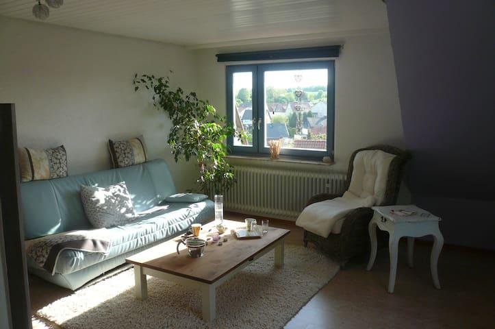 Großes Zimmer mit eigenen Bad - Fuldatal - Rumah
