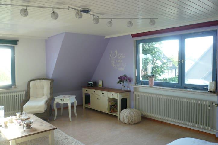 Großes Zimmer am Stadtrand Kassel - Fuldatal - House