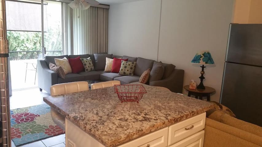 New 1BD Condo in Napili Ridge, Walk to Beach
