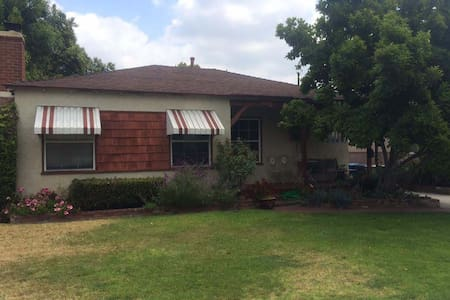 Near Disney, Universal Studios & Hollywood - Burbank - House