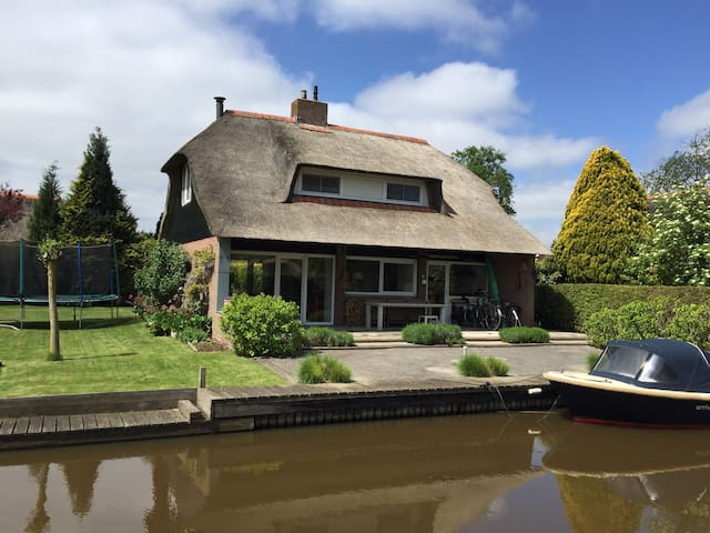 Vacation home near Giethoorn - Wanneperveen - Kabin