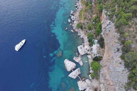 Hidden at the coast in  the Adriatic island Hvar - Sveta Nedilja - Doğa içinde pansiyon