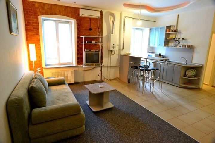 Maydan Square Huge 3 Bedroom ID 345 - Kiev - Appartement